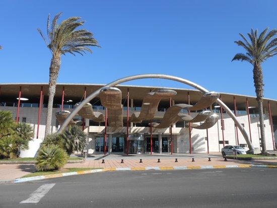 Hotel R2 Pajara Beach: L'hotel dalla strada