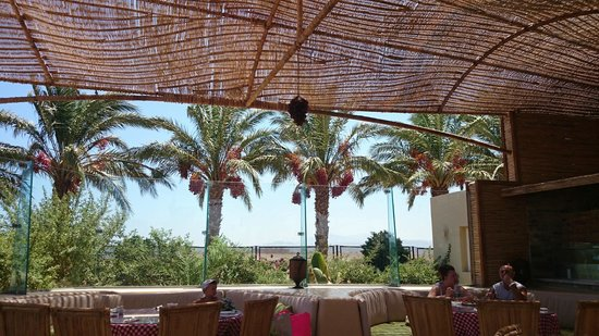 Amwaj Blue Beach Resort & Spa : beach restaurant