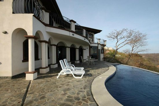 Hermosa Heights Villas : View of back of Casa Blanca