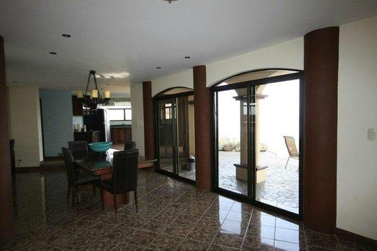 Hermosa Heights Villas: Dining room