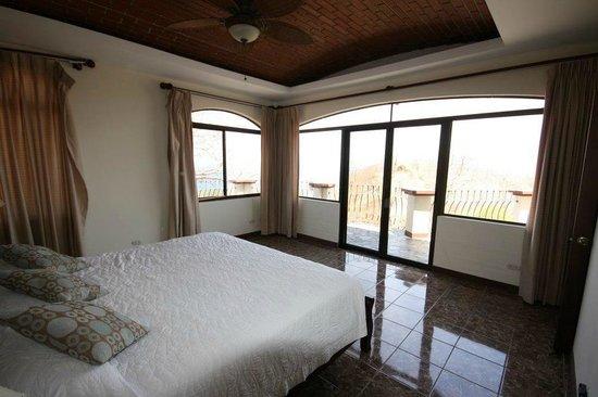 Hermosa Heights Villas: Master Bedroom