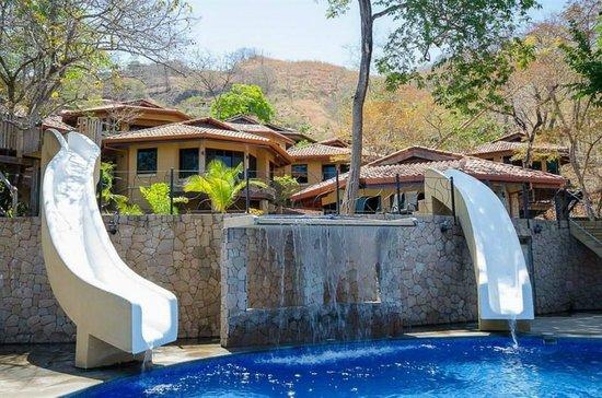 Hermosa Heights Villas: Waterslides
