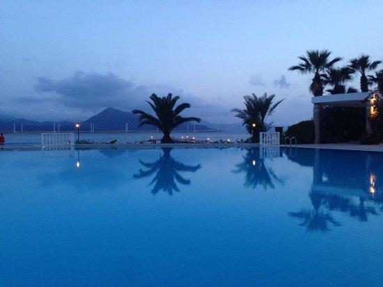 Marmaris Resort & SPA: Pool zone is very beautiful