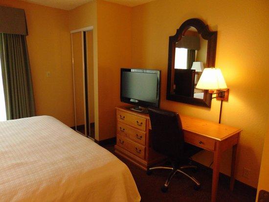 Homewood Suites by Hilton Phoenix - Biltmore: bedroom