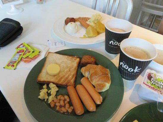 BIG Hotel Singapore: Breakfast