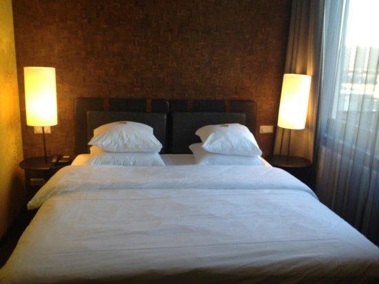 Hotel V Nesplein: Lit très confortable