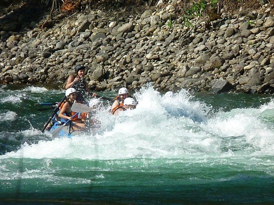 Nelson Whitewater Rafting Co. : Fun in the rapids