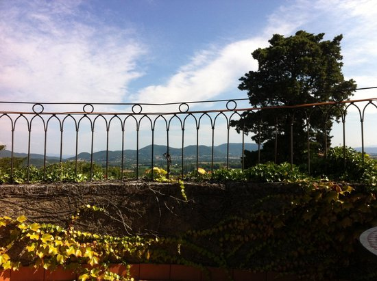 Le Castel du Mont Boisé : Á partir de la chambre à coucher