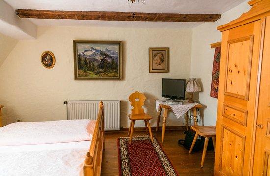 Hotel Spitzweg: TV in room