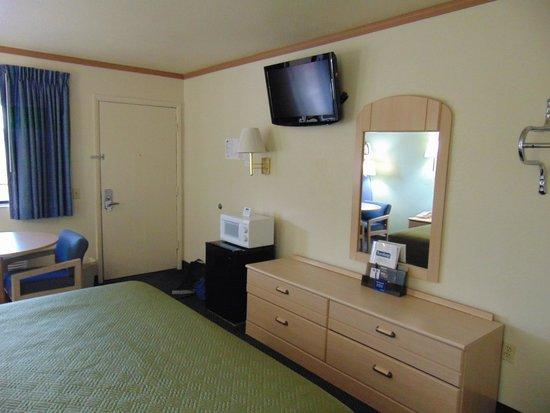 Travelodge Holbrook: bedroom