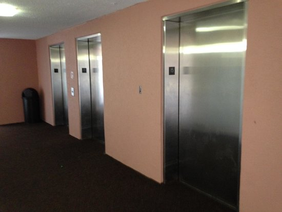 Sandcastle South Beach Resort: Shaky (and sauna-like) Elevators