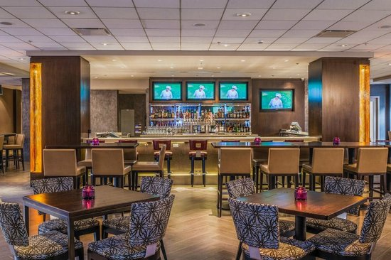 Crowne Plaza Los Angeles International Airport Hotel : Century Taproom