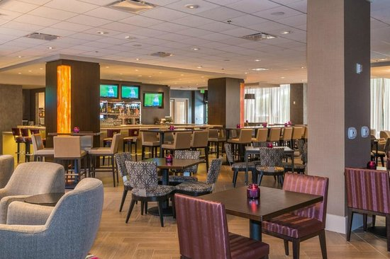 Crowne Plaza Los Angeles International Airport Hotel: Century Taproom
