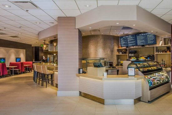 Crowne Plaza Los Angeles International Airport Hotel: Boulevard Market Cafe - grab n' go