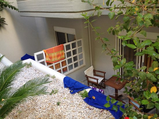Alantha Apartments Hotel : Room 1 and 2: underground