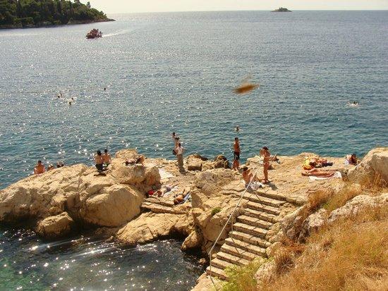 Island Hotel Istra : Bathers on the rocks in Rovinj