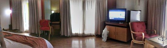Meadows Residency - Ooty: room facing road