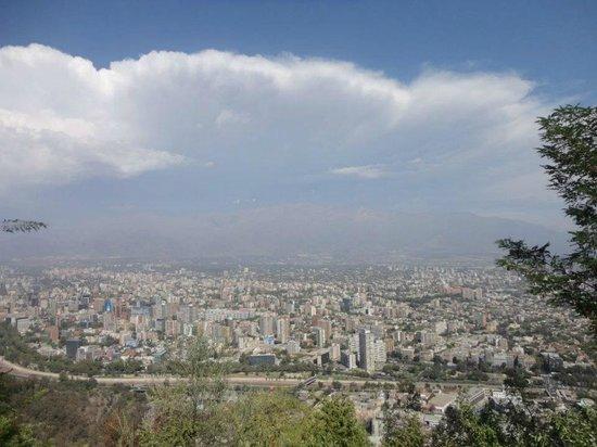 Colline San Cristóbal de Santiago : Parte de Santiago e Cordilheira dos Andes vista do Cerro San Cristobal