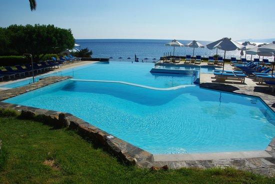 St. Nicolas Bay Resort Hotel & Villas : Une des piscines