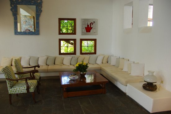 St. Nicolas Bay Resort Hotel & Villas : Un des salons à l'accueil