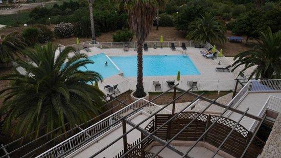 Adonis Saint Florent - Résidence Citadelle : La piscine vue d'une chambre
