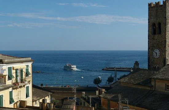 Hotel Stella della Marina : Cinque Terre Ferry Leaving for Vernazza