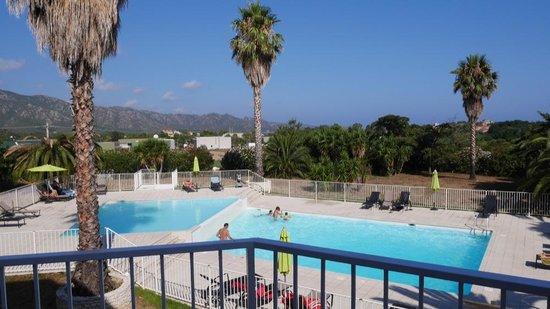 Adonis Saint Florent - Résidence Citadelle : La piscine vu de la terrasse