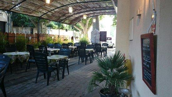 Le Ventoux restaurant Malaucene France: Notre belle terrasse ombragé