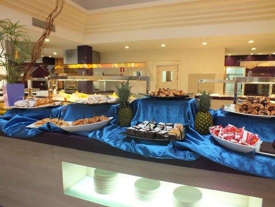 Playa Mar & Spa Aparthotel : Breakfast at on-site restaurant
