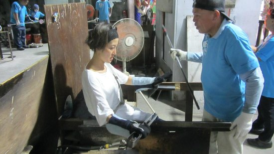 Ryukyu Glass Village (Craft): my sister is being taught how to make her plate