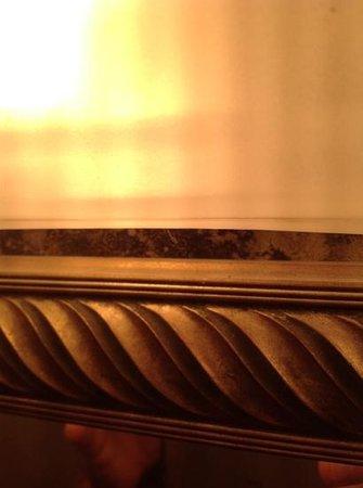 Days Inn - ST. Louis/Westport MO: please fix this mold.