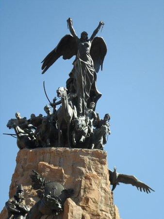 Parque General San Martin : Monumento no topo do parque