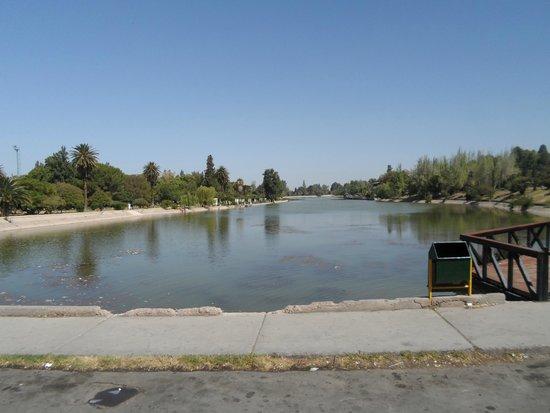 Parque General San Martin : Lago dentro do parque