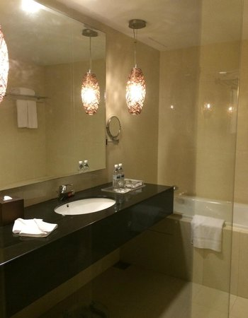 Pullman Kuching: Bathroom is new and well layout