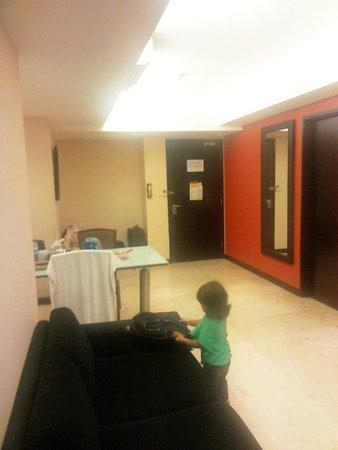 Aston Braga Hotel & Residence: Tampak Dalam Kamar model Condotel dengan 2 kamar tidur