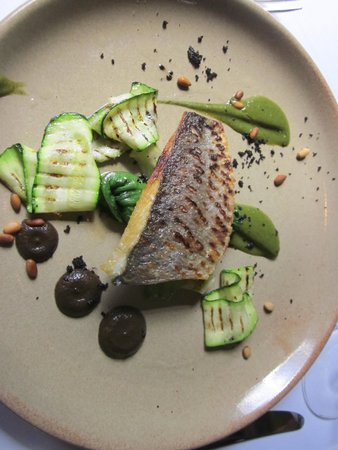 Linthwaite House: bream with courgettes