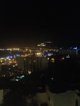 Anezi Tower Hotel : Ночной вид из отеля
