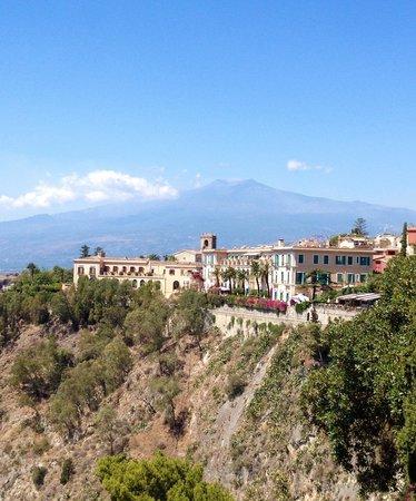 Hotel Villa Schuler: Vue sur l'Etna depuis notre balcon !