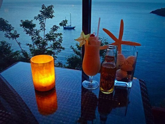 Ti Kaye Resort & Spa: View of the bay from the bar.