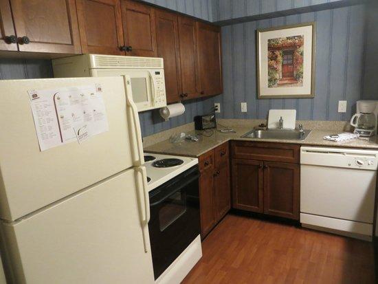 Residence Inn Chico : Full kitchen in our room!