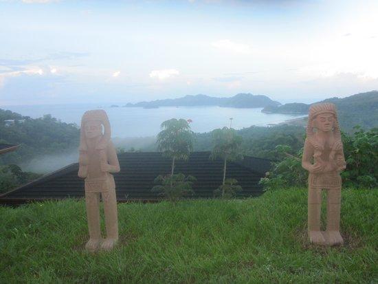 Vista Las Islas Hotel & Spa : Statuen und Aussicht