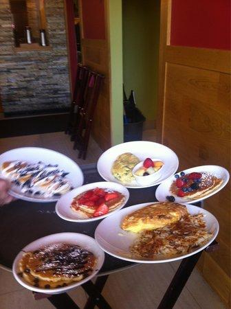 Wildberry Pancakes and Cafe : Супер завтра на четверых за 48 дол