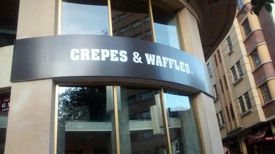 Crepes & Waffles: Placa de entrada do restaurante I