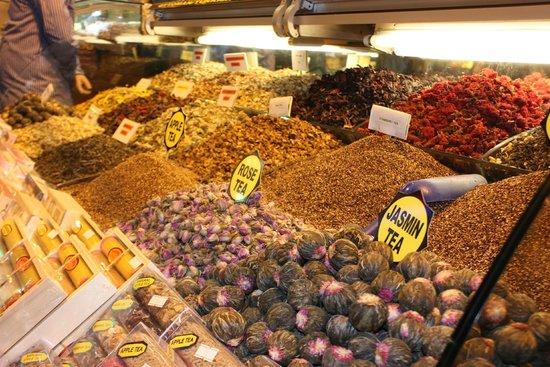 Ägyptenbasar / Gewürzbasar (Mısır Çarşısı): многообразие специй