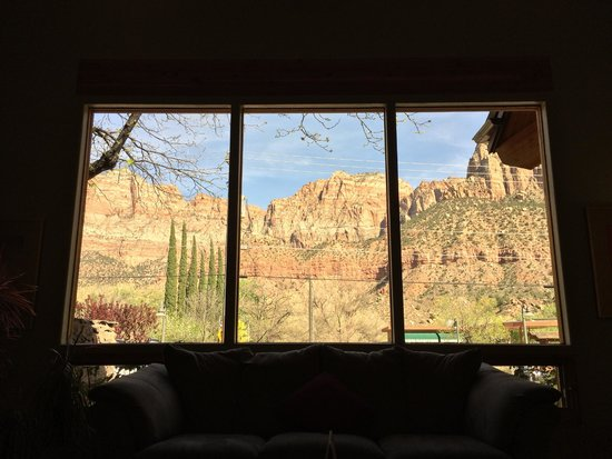 Flanigan's Inn: View from the foyer