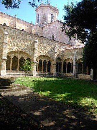 Cathedral Santander : Kirchgarten.
