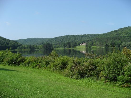 Allegany State Park: Red House on the lake