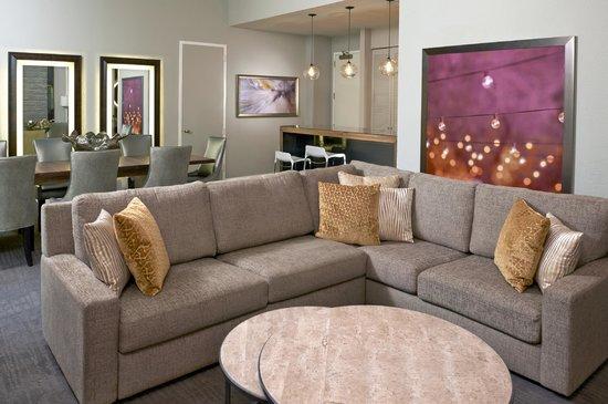Hyatt Regency Long Island: Suite Living Room