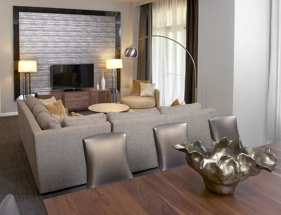 Hyatt Regency Long Island: Suite Living Area