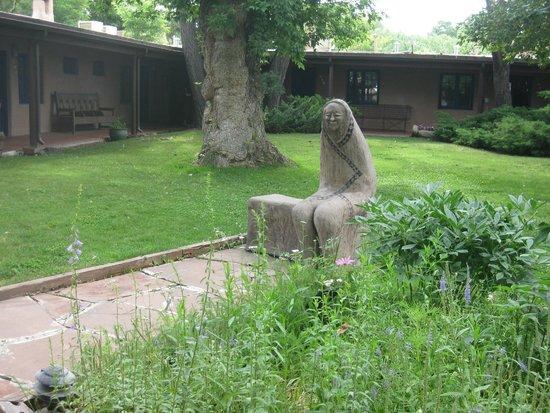 The Historic Taos Inn: Courtyard
